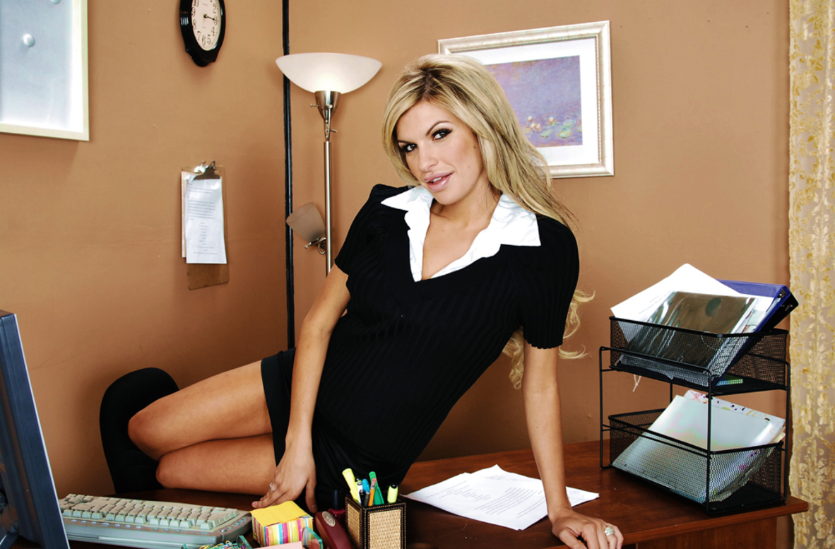 Watch Kendall Brooks and Charles Dera video in Naughty Office