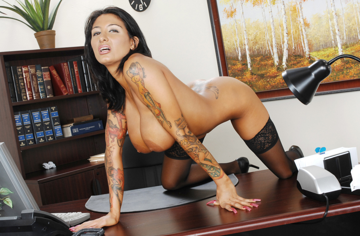 Watch Ricki Raxxx and Ben English video in Naughty Office