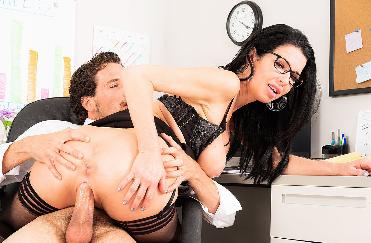 Watch Veronica Avluv and Tyler Steel 4K video in Naughty Office