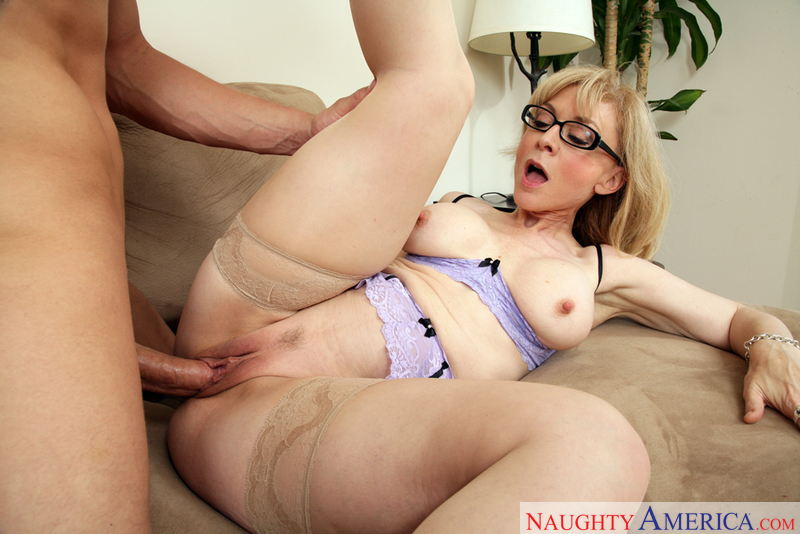 MILF Nina Hartley fucking in the couch with her big ass - Blowjob